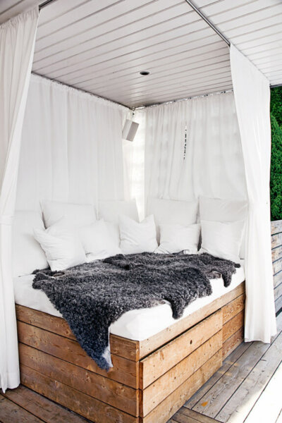 Cozy Lounge Outdoor Bed