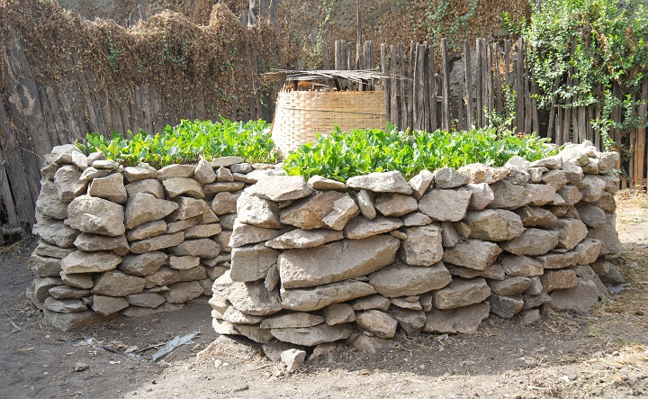 A Keyhole Garden In Ethiopia. Keeping A Lid On The Center Well Will Retain  Heat And Reduce Evaporation. Photo Originally Found On U201c ...