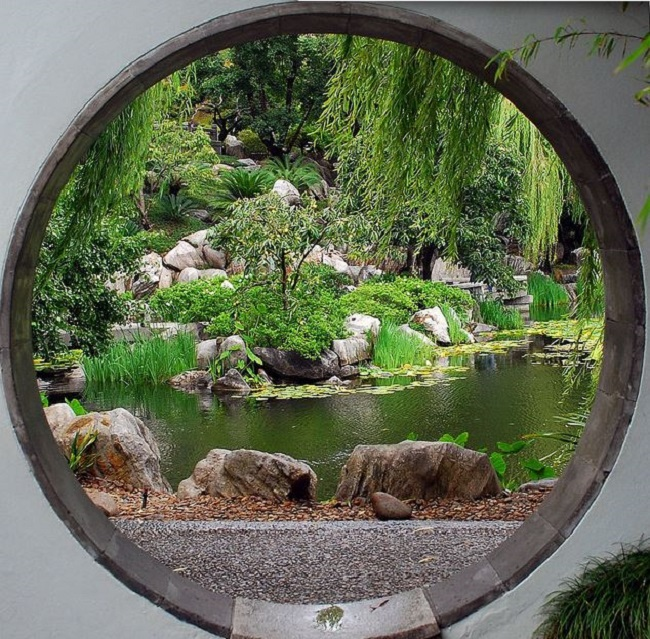 A moon gate for your garden insteading for Chinese landscape design