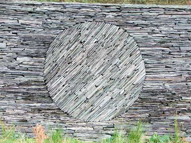 rock wall design. Slate wall by Andy Goldsworthy  The contrast in the flow of rocks causes circle to be distinct Art Of Dry Stack Stone Wall Insteading
