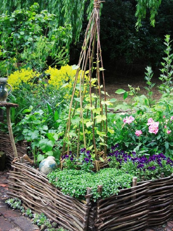 Raised Beds Made Of Woven Willow Hurdles Give A Garden A Cottage Style  Look. DK U2013 How To Grow Practically Everything © 2010 Dorling Kindersley  Limited. ...