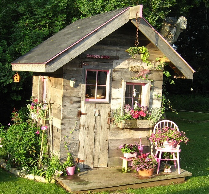 garden shed made of recycled materials by laurie ceesay artsychickquiltsblogspotcom - Garden Sheds From Recycled Materials